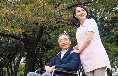 今どきの老人ホーム・介護施設の探し方事情