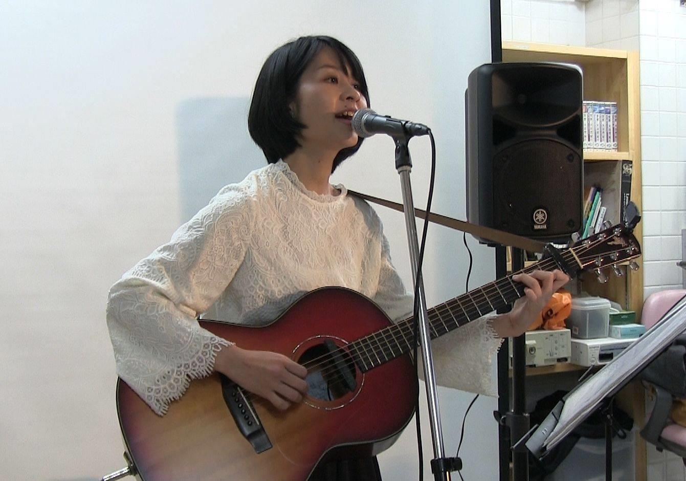 介護士であり、シンガーソングライターである かんのめぐみさん