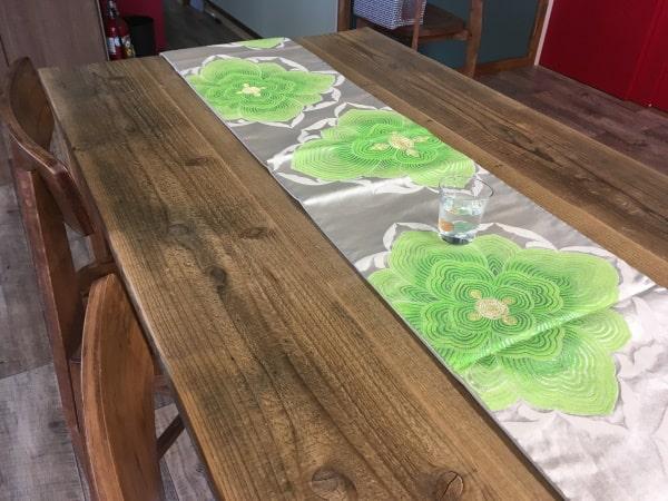 着物の帯を活用したテーブルセンター